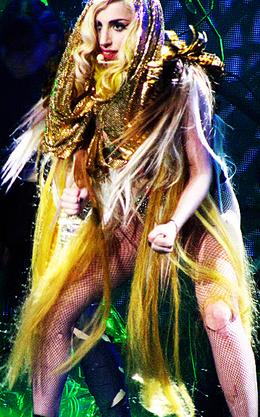 Lady Gaga : Elle cuisine dans son bus !