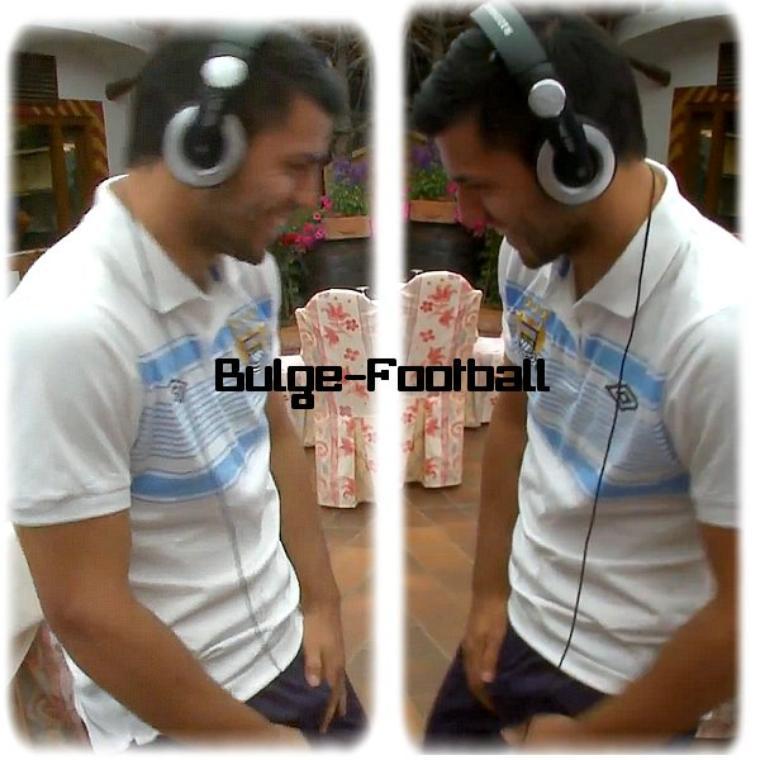 Sergio Kun Aguero grabbing bulge