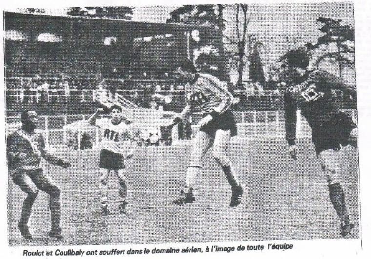 Hervé Jean (joueur de la Berrichonne entre 1972 et 1977), porté avec Mantes la Ville contre Rennes le 21/03/1987 en 32ème de finale de la coupe de France
