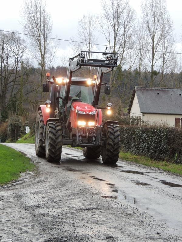 voici le nouveau tracteur de l'exploitation MASSEY FERGUSON 7614 DYNA4+CHARGEUR QUICK Q76