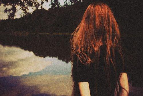« Quand tu perds quelqu'un ça reste en toi, te rappelant toujours combien il est facile d'être blessé. » - The Vampires Diaries
