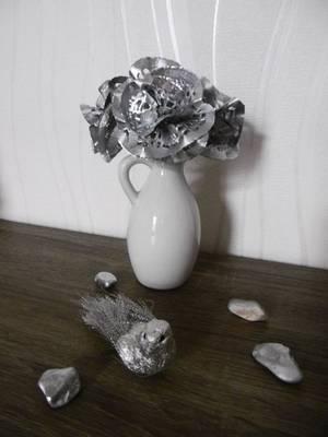 Des fleurs avec des napperons en papier dentelle