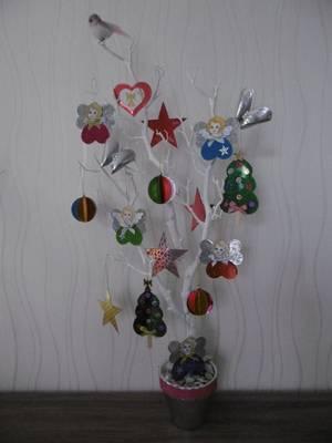 Décoration de Noel  avec des feuilles de papier carton holographique