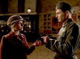 Nous, on fait dans le massacre de Nazis et crois moi, ces derniers temps l'activité est en plein boom !
