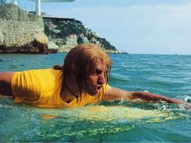 Salut j'm'appelle Brice je viens de Nice. J'suis surfeur a mes heures ascendant snowboarder.
