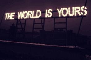 Vous êtes belles, mais vous êtes vides, leur dit-il encore. On ne peut pas mourir pour vous.