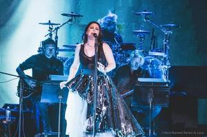 Evanescence a fait son retour sur scène début juillet, voici de nouvelles photos de la belle Amy!