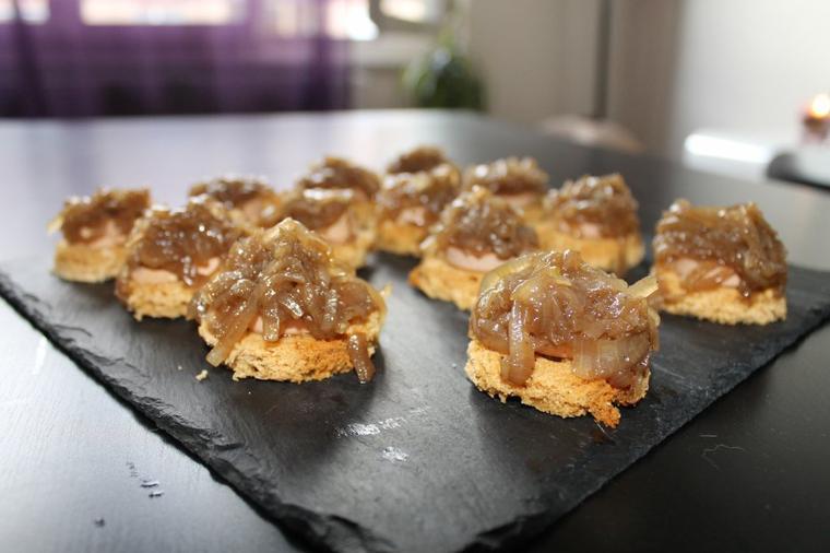 Foie gras, pain d'épices et confit d'oignons