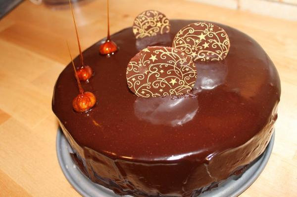 Gâteau mousse chocolat, praliné et glaçage miroir