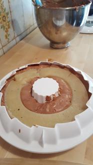 Entremets mousse chocolat, insert poire-tonka