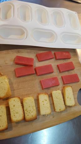 Entremets mousse citron, insert fraise et biscuit madeleine (en invididuel)