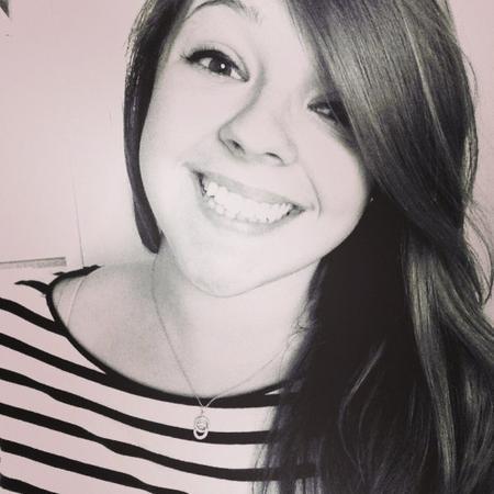 Oui je l'avoue, à chaque fois que je reçois un message de toi, j'ai ce sourire sur mes lèvres ♥