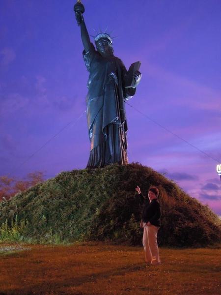 Résultat du jeu de la photo avec la Statue de La Liberté !!!!!! et les 9 répliques en France.