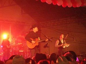 Concert de George Canyon ..... Un weekend country réussi dans une ambiance festive et de camaraderie , un weekend passé trop vite..!.!     N° 1