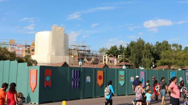 "DISNEYLAND RAPPEL : FERMETURE DE ""IT'S A SMALL WORLD"""