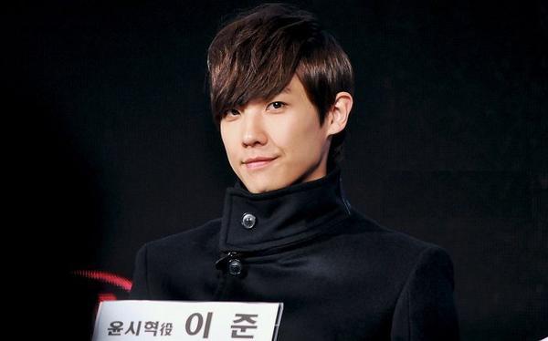 Lee Joon exprime sa frustration en ligne, J.Tune s'explique
