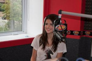 Selena au studio 103.5 d'interview !