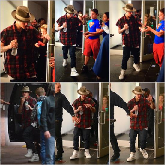 LE 11/05 - Justin a été vu quittant son hôtel ensuite, il est aller à un match de basket avec sa maman après il c'est rendu au Church, ou il y a rencontré Vanessa Hudgens et sa petit s½ur Stella Hudgens, et dans la nuit il a été aperçu à l'extérieur de son hôtel et tout ça à Los Angeles !!