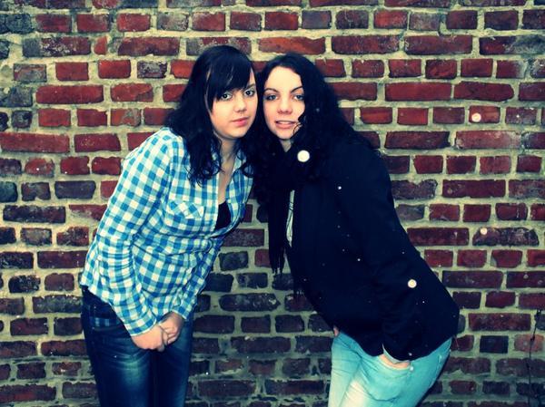 Une soeur vaut bien mieux que n'importe quelle meilleure amie .