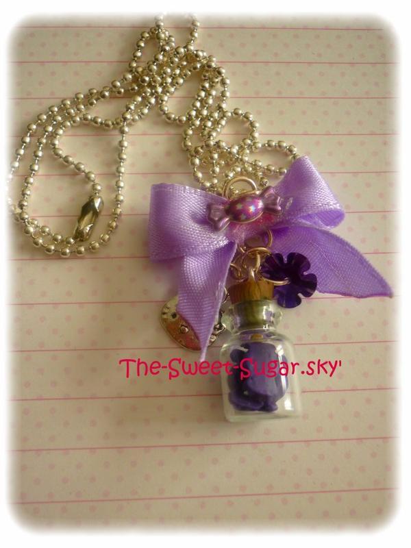 Noeud et fiole avec bonbons violet à l'intérieur *