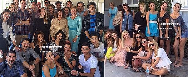 *20/04/14. Selena à fêter Pâques, non pas avec sa famille, mais avec ses ami(e)s ! On peut voir qu'elle est heureuse, et tant mieux, c'est tout ce que nous lui souhaitons.