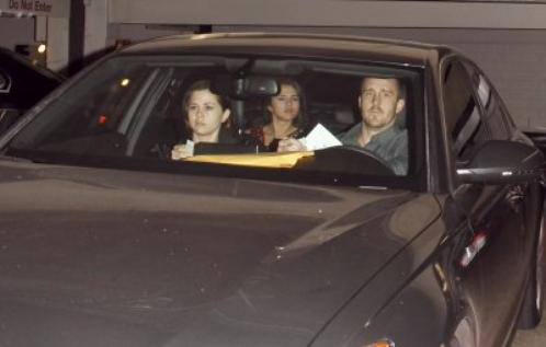 ♥ Selena quittant l'hôpital !