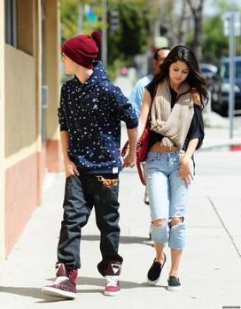 ♥ Selena & Justin au resto PAnera Bread !
