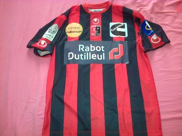 ~ Maillot US Boulogne sur Mer porté par Ovidy Karuru en Ligue 2 Saison 2011/2012.