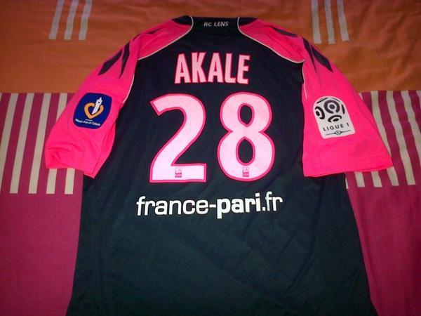 ~ Maillot RC Lens porté par Kanga Akalé en Ligue 1 Saison 2010/2011.