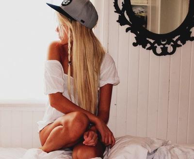 « Toutes les femmes bien éduquées cache leurs émotions. C'est très utile, particulièrement avec les hommes. Si un homme sait ce que tu penses, ça lui donne du pouvoir sur toi. Par exemple si un homme sait à quel point tu l'aimes, il ne fera pas d'efforts, il te fera souffrir, égoïstement, cruellement, constamment. »
