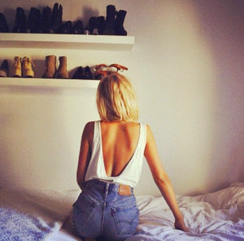 « C'est le genre de fille qui sait paraître heureuse même quand elle est triste. Et c'est ça qui est important. »