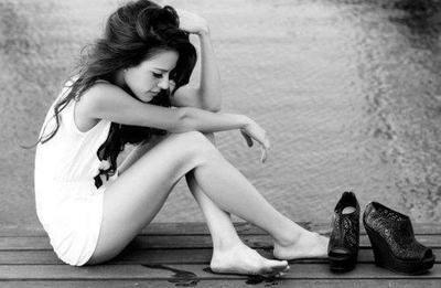 «C'est quand je t'ai perdu que j'ai vu combien tu comptais. On était jeunes, fous, inconscients de ce que l'ont voulait. On pensait comme des adolescents mais au fond on s'aimait. Entre toi et moi ça aurais pu être si beau, c'est plus fort que moi j'avoue je t'ai dans la peau, je t'aime trop.»