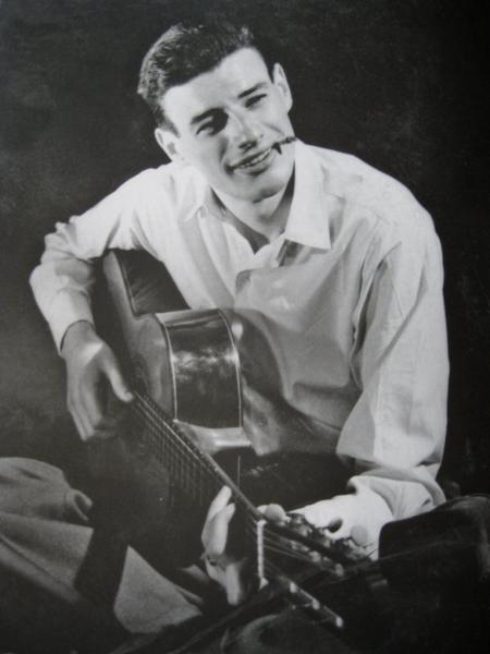 """1958) Jean FERRAT en répétions au cabaret """" La colombe """""""
