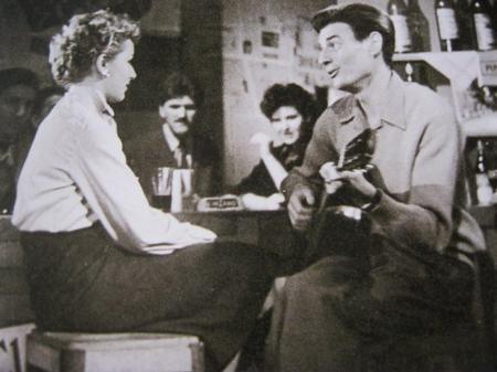 Jean FERRAT sur le plateau de Discorama émission de Denise GLASER (1962 )