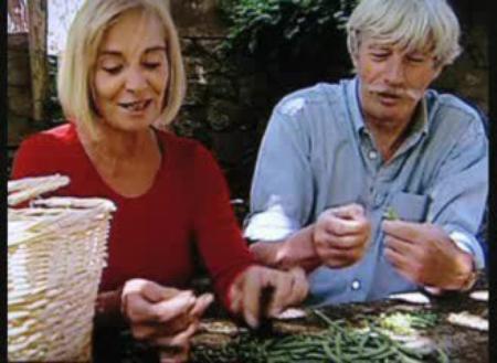 1996) Jean et Colette FERRAT avec la récolte du potager