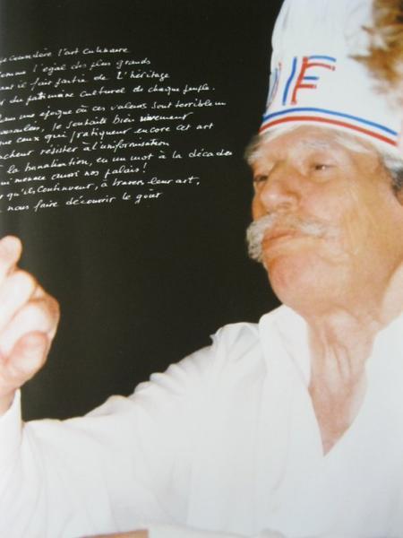 2004)  Jean FERRAT aimer beaucoup cuisiner chez lui