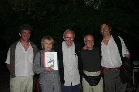 2004 ) Jean-Marc MOUTET avec des amis de Jean FERRAT venus assister au spectacle (2004)