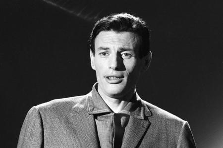 Jean FERRAT sur le plateau de Télé-Dimanche (12 Avrl 1962 )