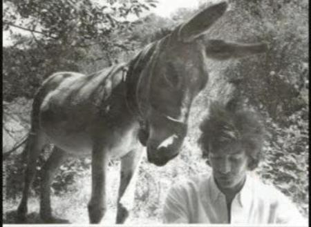 "1974) Jean FERRAT et son âne "" Justice Sociale """
