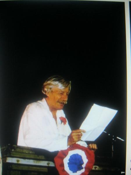 1997)  Jean FERRAT au 1er repas Républicain à Antraigues-sur-Volane (07530)