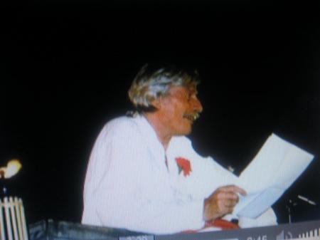 Jean FERRAT fait un discours au 1er repas Républicain d'Antraigues sur Volane ( 1997 )