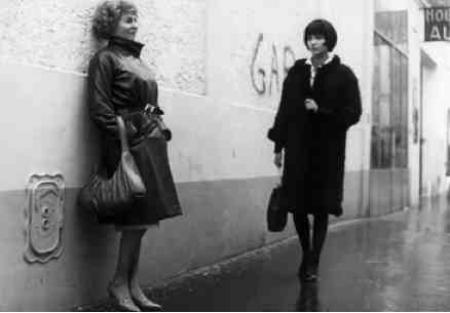 "1962) Photo du film "" Vivre sa vie "" de Edouard MOLINARO avec Anna KARINA et Jean FERRAT"