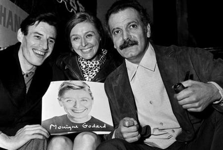 1964) Jean FERRAT et Georges BRASSENS féléicitent Monique GODART lauréate du Prix de l'Académie  Française de la chanson (Avril 1964)