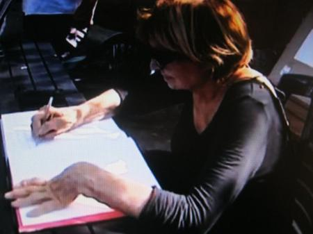 """2012) Colette FERRAT dédicace son livre """" FERRAT """" en Corse"""