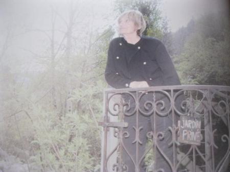 2012) Colette FERRAT dans le brouillard chez elle