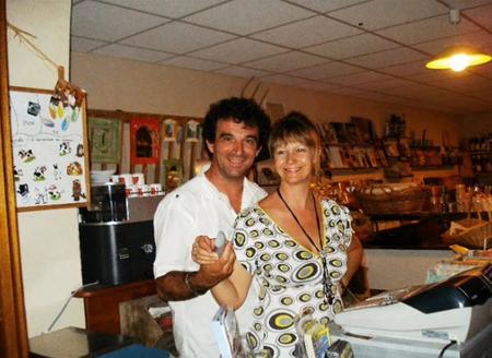2011) Cécile et Jean Marc MOUTET les propriétaires de la ferme Théâtre à Lablachère (07230)