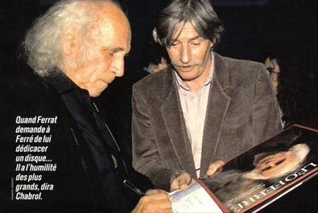 1969) Jean FERRAT demande un autographe à Léo FERRE à la fin de son spectacle à Bobino