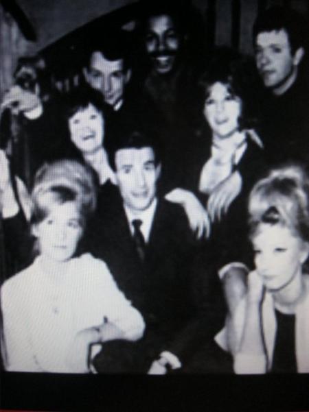 1958) Quelques artistes débutants au cabaret '' La Colombe ''