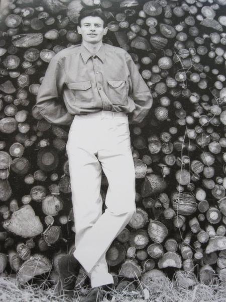 1966) Jean FERRAT chez lui à Antraigues-sur-Volane (07530)