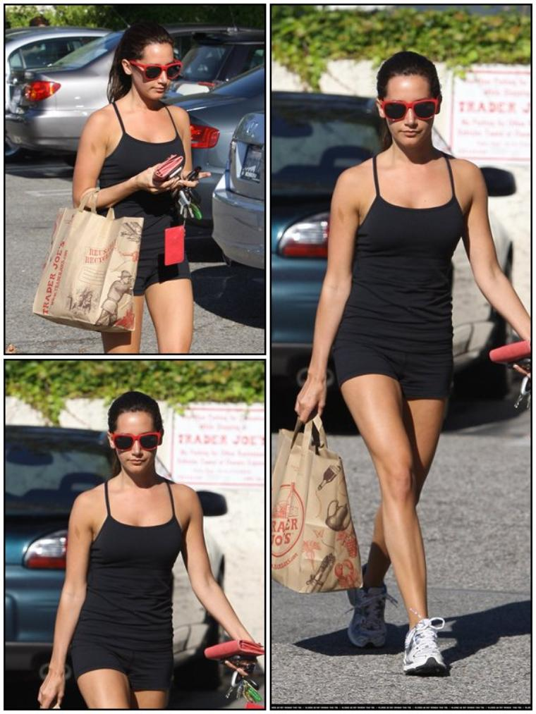 CANDID Ashley quittant Trader Joe's dans Toluca Lake, le 26/06/2011